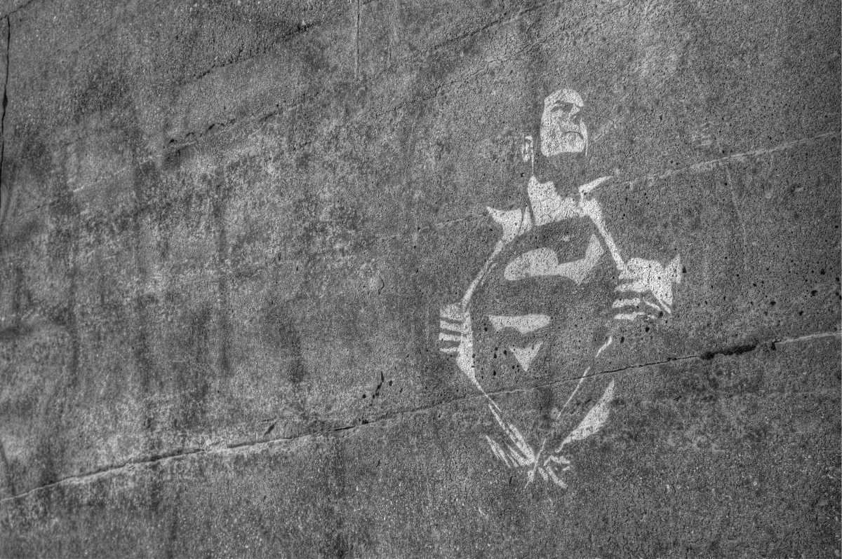 A picture of a superman grafitty
